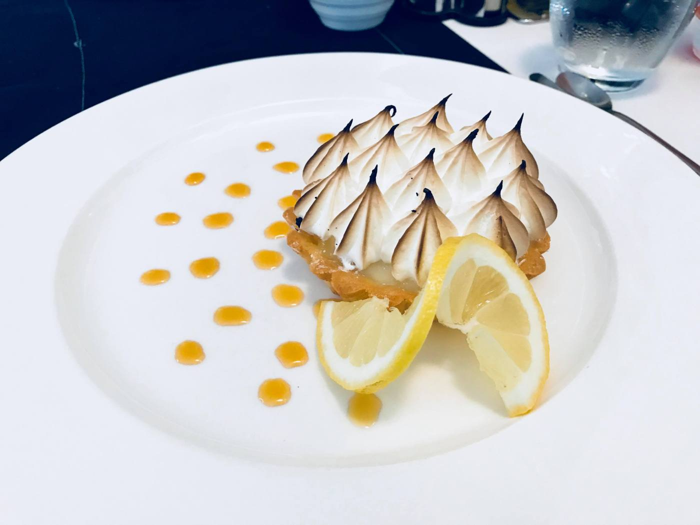 Burger spécial et tarte au citron meringuée au Grand Large, serial foodie, critique culinaire, critique restaurant, Abidjan, cote d'ivoire, tripadvisor, petit futé