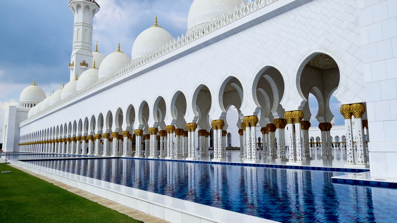 serial-travelers-abu-dhabi-mosquee-Cheikh-Zayed-pool