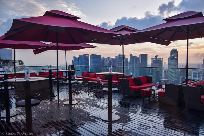 serial-travelers-singapore-marina-bay-sands-rooftop-infinity-pool-piscine-4
