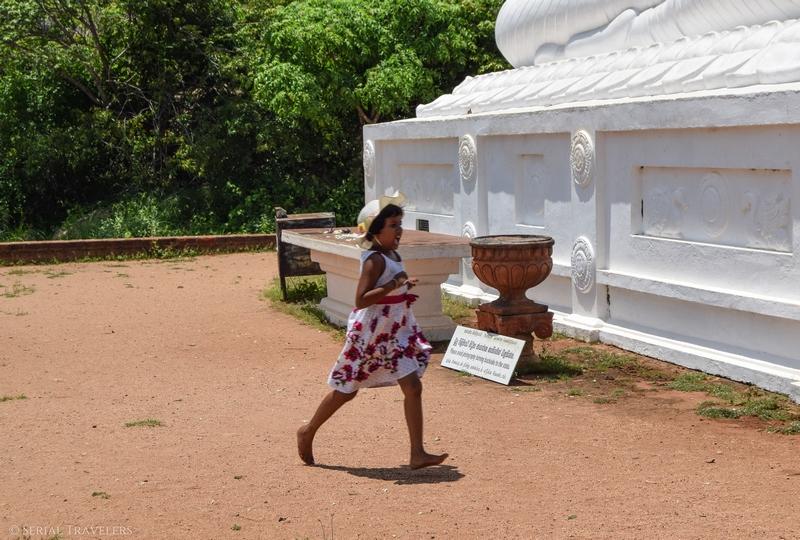 serial-travelers-sri-lanka-minhintale-hot-ground-child