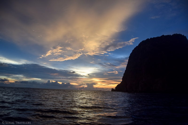 serial-travelers-thailand-koh-phi-phi-sunset-point(7)