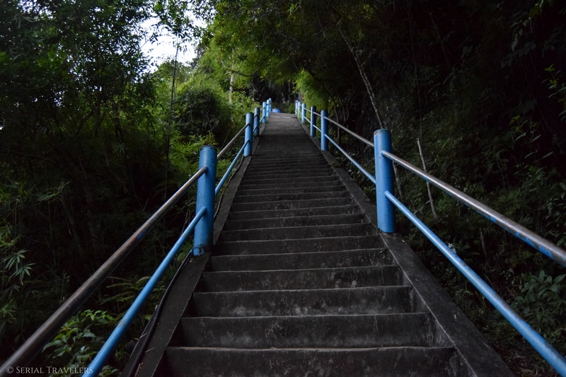 serial-travelers-thailand-krabi-tiger-cave-temple-stairs