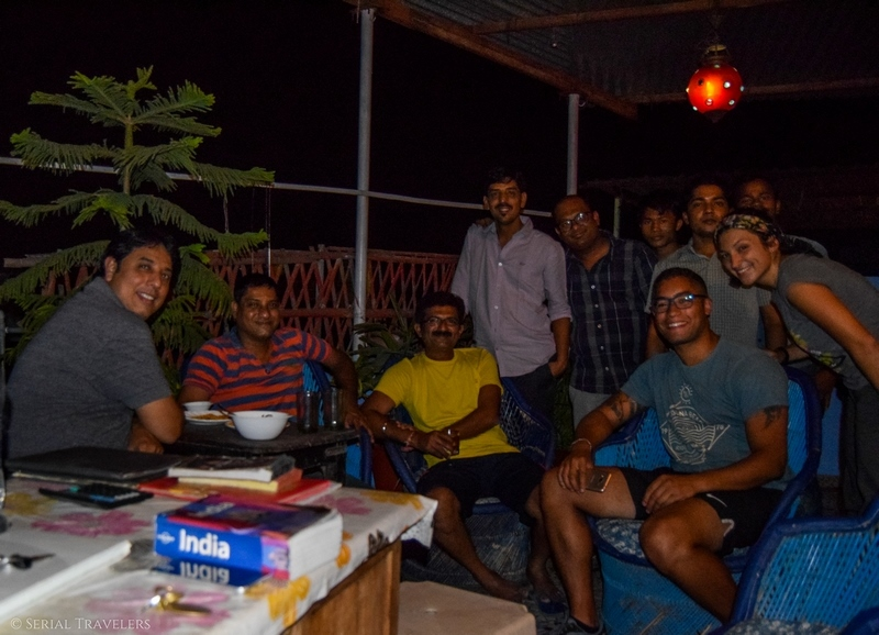 serial-travelers-india-inde-rajasthan-ou-dormir-a-jodhpur-pushp-guesthouse-party-evening-soiree-friends-indien-local