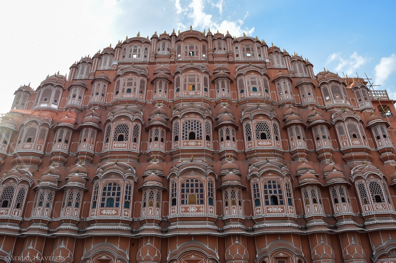 serial-travelers-india-jaipur-pink-city-hawa-mahal-blue-sky-2