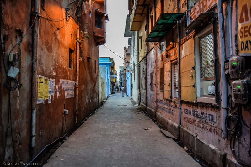 serial-travelers-india-rajasthan-jaipur-street-rue-wall-mur-colore-color
