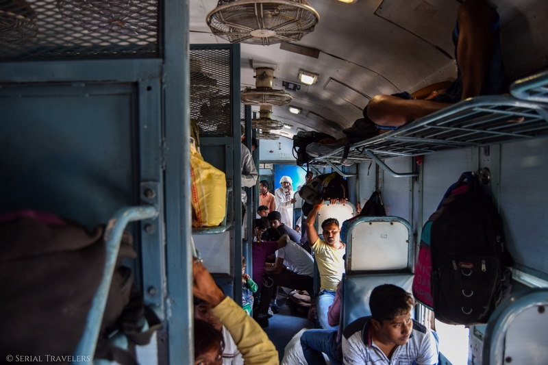 serial-travelers-india-trajet-agra-jaipur-train-second-class-condition-confort-2