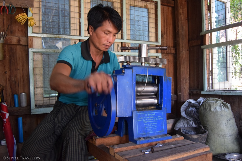 serial-travelers-myanmar-inle-lake-silver-factory7