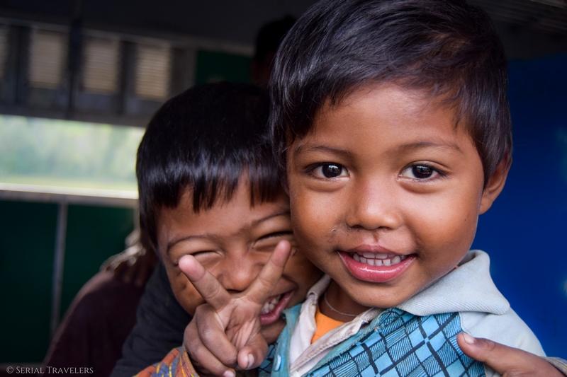 serial-travelers-myanmar-trek-kalaw-inle-sam-family-portrait-enfant-birman-3