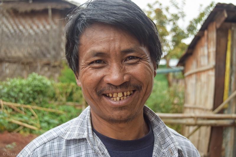 serial-travelers-myanmar-trek-kalaw-inle-sam-portrait-homme-birman