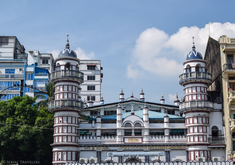 serial-travelers-myanmar-yangon-monument-quartier-colonial-mosquee