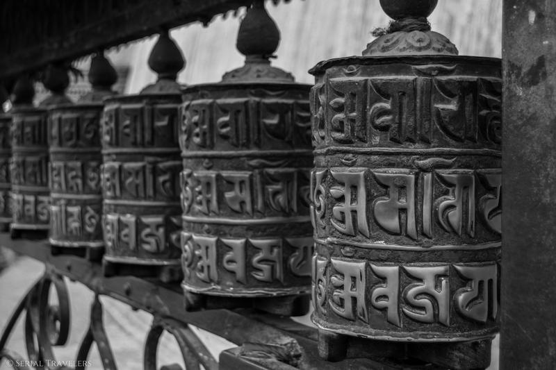 serial-travelers-nepal-katmandou-swayambunath-prayer-rolls-overview
