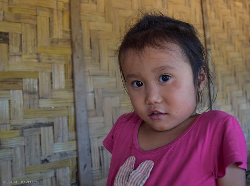 serial-travelers-laos-nong-khiaw-children-portrait-enfant-village-sopkeng