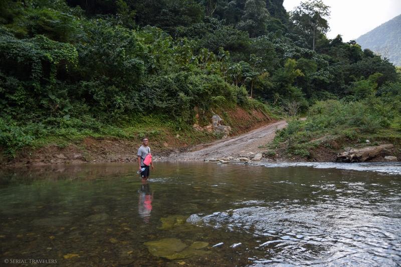 serial-travelers-laos-nong-khiaw-muang-ngoi-bateau-kayak