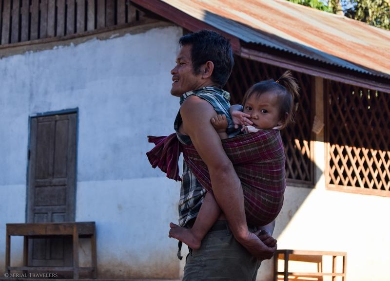 serial-travelers-laos-nong-khiaw-sopkeng-sop-keng-enfant-bebe