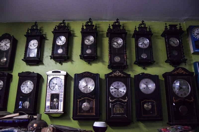 serial-travelers-thailande-nord-incontournable-que-faire-chang-mai-ou-dormir-tapae-inn-decoration-horloge