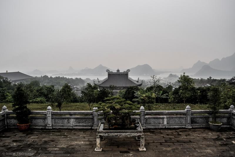 serial-travelers-vietnam-ninh-binh-temple-bai-vue-baie-halong-terrestre