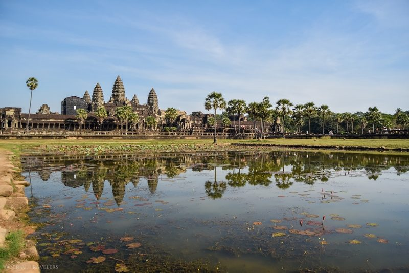 serial-travelers-cambodge-angkor-vat-pool-overview