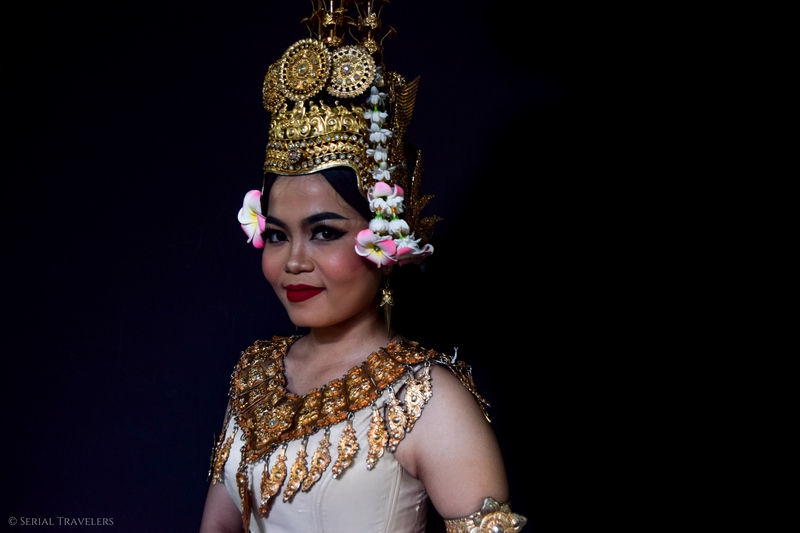 serial-travelers-cambodge-phnom-penh-portrait-danseuse-apsara-10