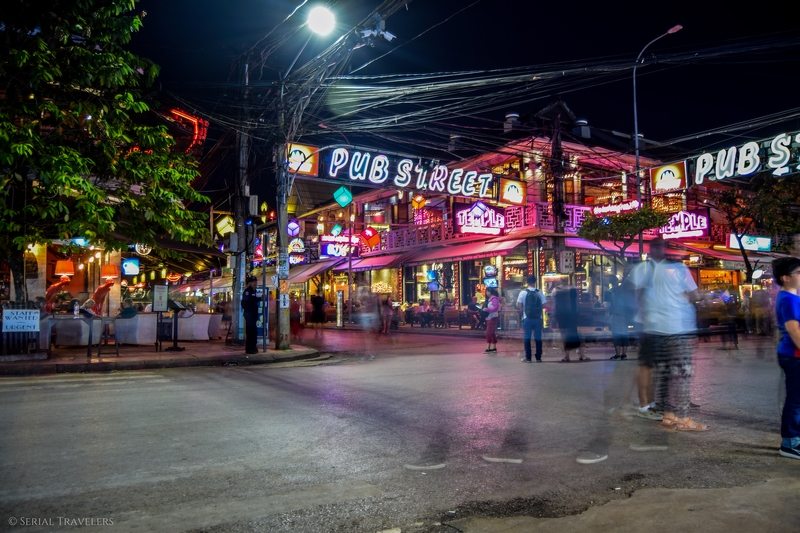 serial-travelers-cambodge-siem-reap-pub-street