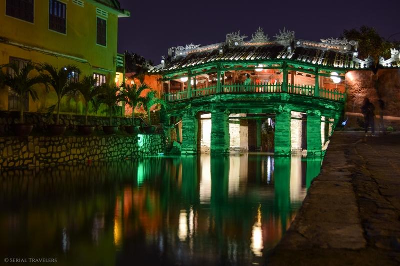 serial-travelers-vietnam-hoi-an-nuit-vieille-ville-couleur-lumiere-pont-japonais