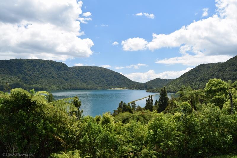 serial-travelers-nouvelle-zelande-rotorua-incontournable-gratuit-lac-bleu-blue-lake-tikitapu