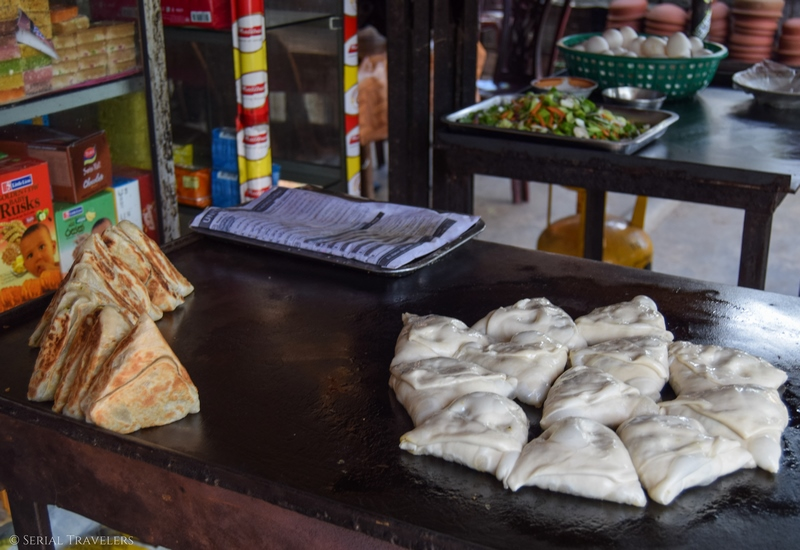 serial-travelers-sri-lanka-anuradhapura-beignet-food