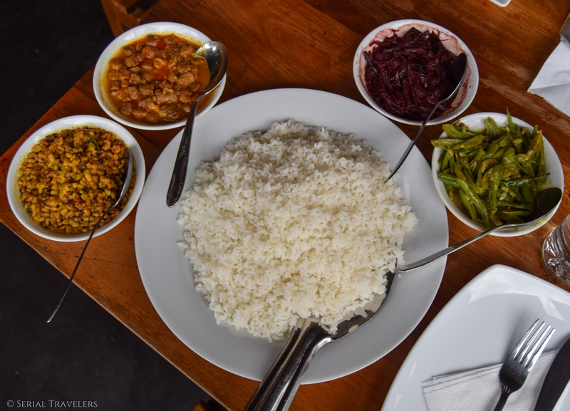 serial-travelers-sri-lanka-trajet-ella-rice-curry-vegetable