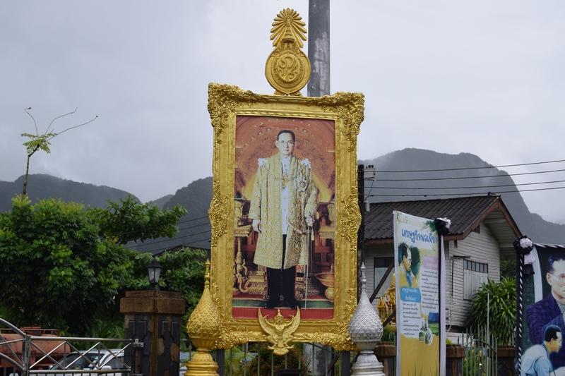 serial-travelers-thailand-phang-nga-king-portrait
