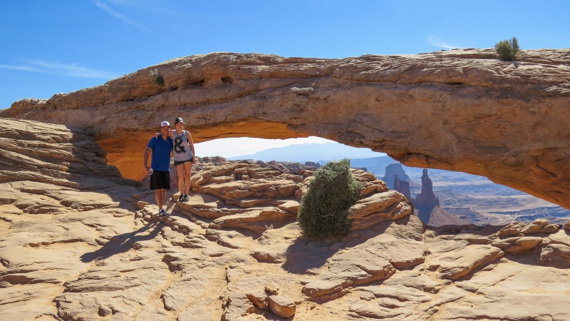 serial-travelers-ouest-americain-canyonlands-mesa-arch3