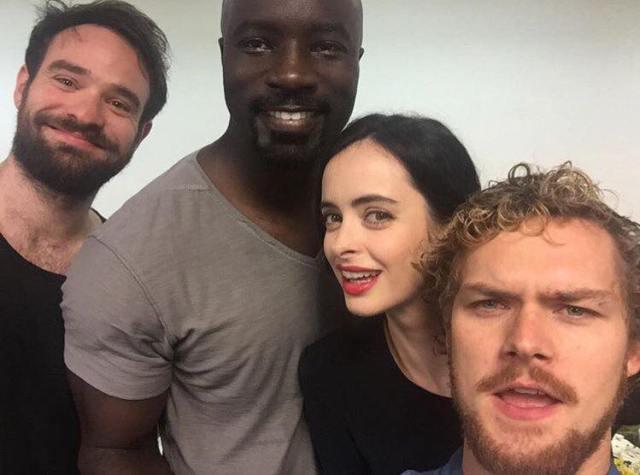 Charlie Cox (Demolidor), Mike Colter (Luke Cage), Krysten Ritter (Jessica Jones) e Finn Jones (Punho de Ferro). Os Defensores.