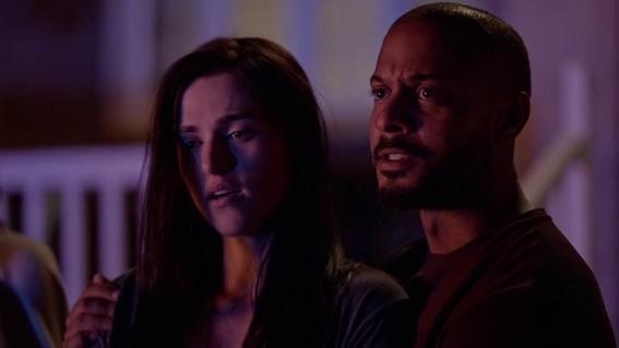 Em cena: os atores Katie McGrath, como Sarah Bennett, e Brandon Jay McLaren, como Dylan Bennett.