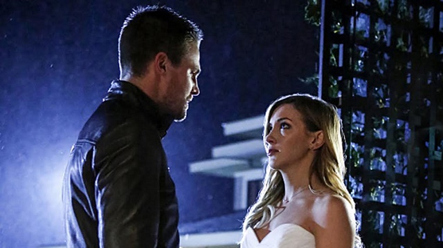 "Arrow -- ""Invasion!"" -- Image AR508a_0272b.jpg -- Pictured (L-R): Stephen Amell as Oliver Queen and Katie Cassidy as Laurel Lance -- Photo: Bettina Strauss/The CW -- © 2016 The CW Network, LLC. All Rights Reserved."