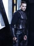 Carl Beukes es el Arcángel Gabriel.