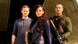 Aaron ashmore, Hannah Jonh-Kamen y Luke Macfarlane.
