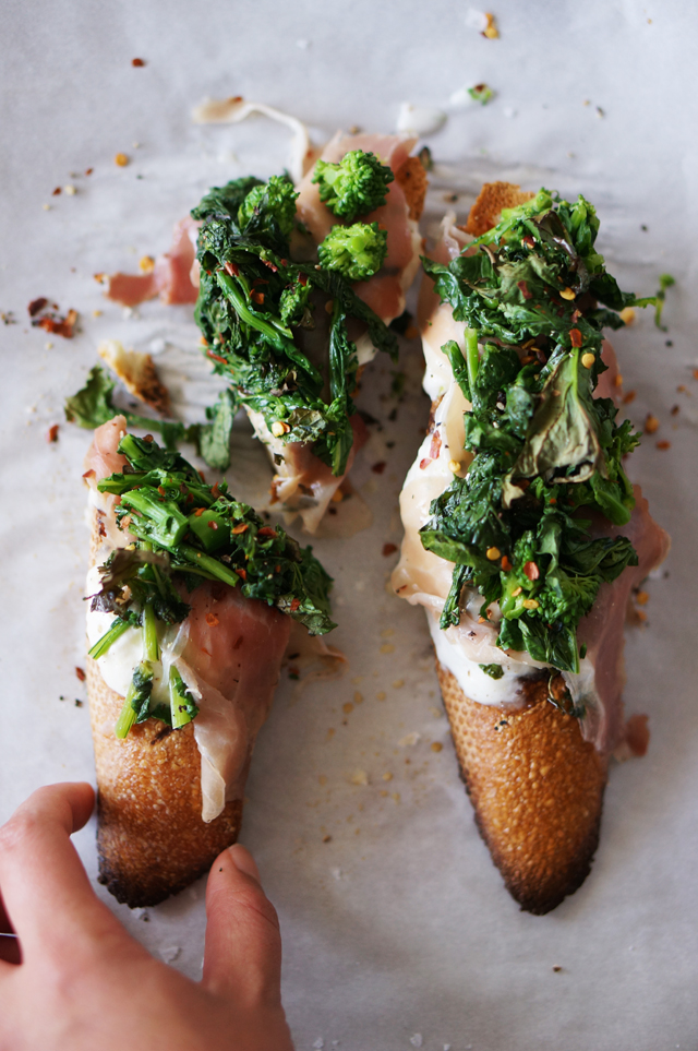 Broccoli Rabe Crostini from Honestly YUM // Weekend Finds on Serious Crust by Annie Fassler