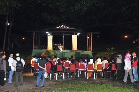 Suasana santai Malam Baca Puisi di Rumah PENA