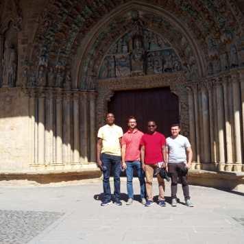 La escalada musical frente a la Iglesia santa María de Olite