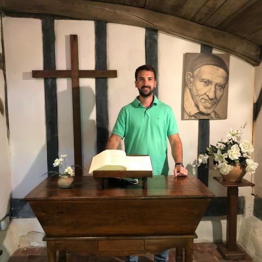 Jesús en el lugar del nacimiento de Vicente de Paúl