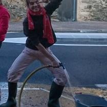 Clara très à cheval sur le lavage