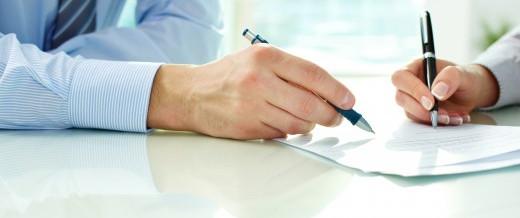 La extinción de un contrato de servicios administrativo puede originar una readmisión; y después una indemnización como laboral indefinido no fijo
