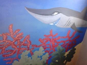 Detalle pintura hecho a mano dormitorio infantil