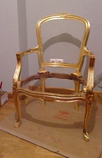 Capas de pan de oro, barnices y comienzo del envejecido