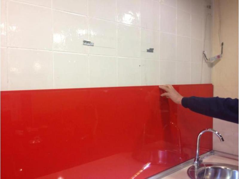 Pegado de paneles sobre antiguos azulejos de cocina for Azulejos antiguos para cocina