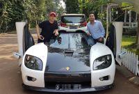 Raditya Dika Upload Foto Mobil Mewah, Raffi Ahmad Malah Kena Sindir Ditjen Pajak!