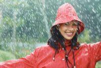 Mandi Air Hujan Ternyata Menyenangkan dan Menyehatkan