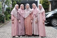 Inspirasi Busana Muslim Ala Artis yang Cocok Dipakai Saat Idul Adha
