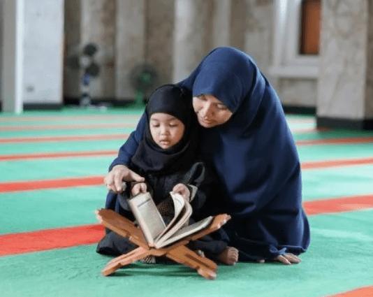Pentingnya Mengajarkan Anak Membaca Surat Al-Fatihah Beserta Keutamaannya!