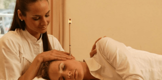 Manfaat dan Efek Samping Terapi Ear Candle