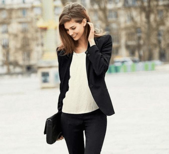 Gaya smart casual wanita kini mulai dilirik oleh banyak orang. Selama ini, mungkin banyak orang yang berpikir, bahwa casual merupakan busana santai yang terkesan informal.