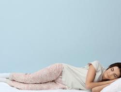 Posisi Tidur yang Tepat untuk Penderita Asam Lambung Menurut Ahli